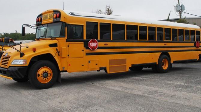 В США школьный автобус оснастили 1100-сильным V8 (ВИДЕО)