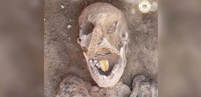 В Египте обнаружили древнюю мумию с золотым языком
