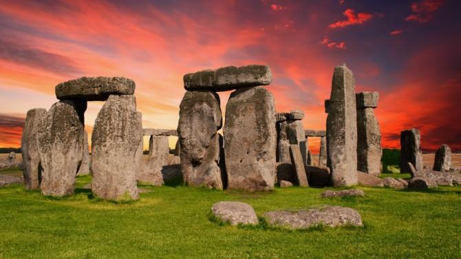 Археологи нашли рядом со Стоунхенджем древние захоронения