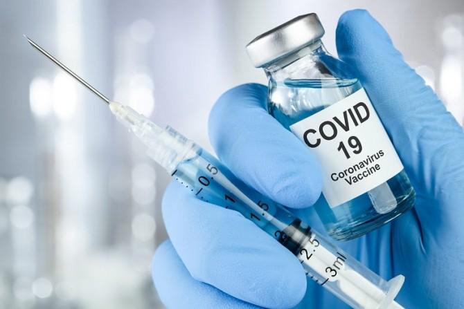 В США 90-летняя женщина ради прививки от COVID-19 прошла 10 км в непогоду