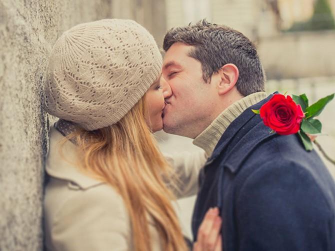 Финские ученые определили мозговую реакцию на физические контакты у влюбленных пар