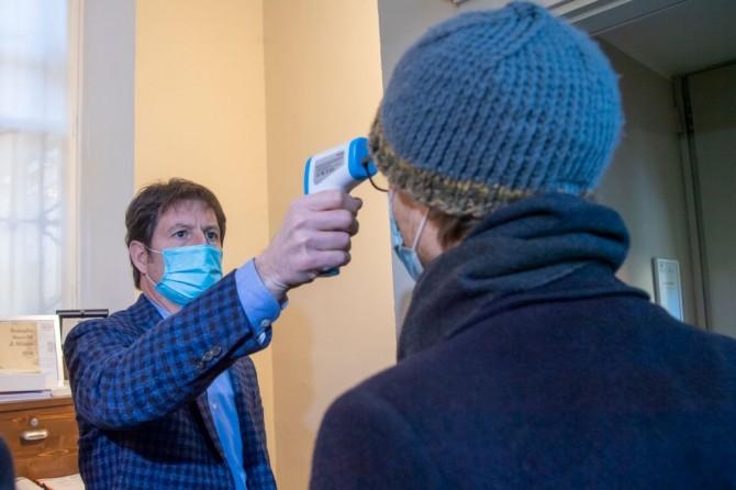 За сутки в Украине обнаружили почти 6000 новых случаев заражения