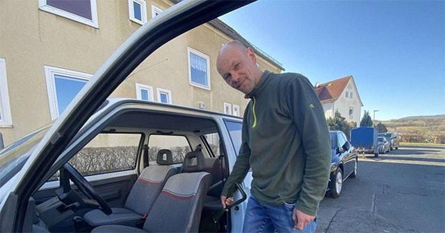 Немец купил старый Renault  и нашёл в нем спрятанные 20 000 евро