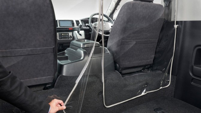 Toyota разработала быстровозводимую прозрачную перегородку для защиты от COVID-19