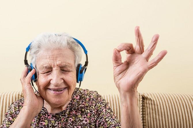 Пациенты с деменцией выигрывают от прослушивания музыки