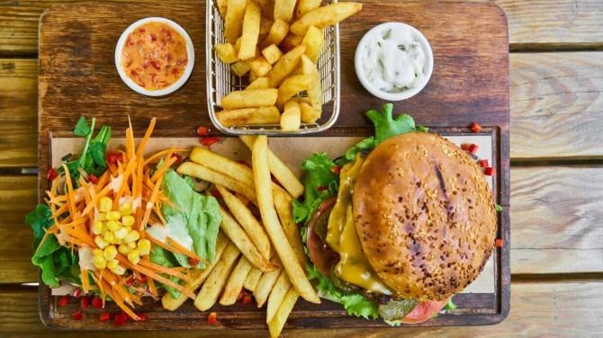 Шведские ученые раскрыли способ уменьшить вред от жирной еды