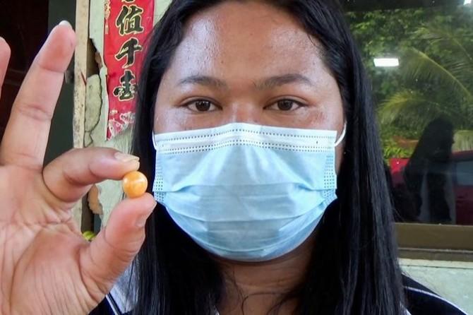 В Таиланде женщина обнаружила в морской улитке огромную жемчужину