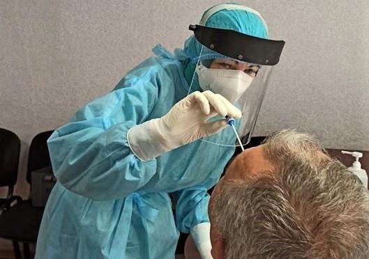 За сутки в Украине впервые обнаружили почти 20 тысяч инфицированных COVID-19, 433 человека умерли