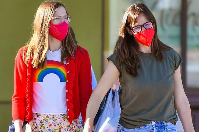 Дженнифер Гарнер с подросшей дочерью на шопинге в Санта-Монике