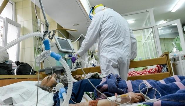 За сутки коронавирус в Украине обнаружили у 7930 человек зафиксирован 231 летальный случай