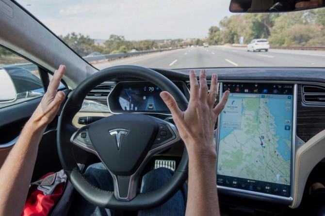 Илон Маск говорит, что полностью автономный автопилот почти готов