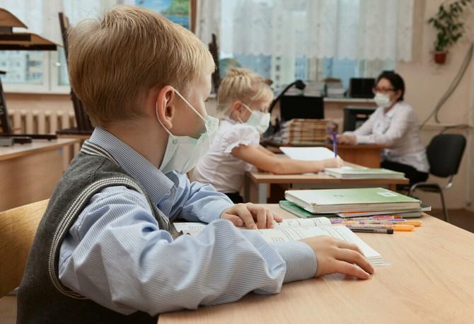 В КГГА объяснили, чем будут заниматься школьники в июне