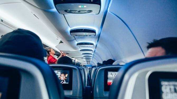 Ученые в США оценили риск заражения коронавирусом на борту самолета