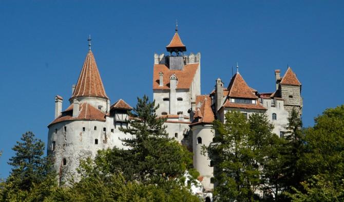 В Румынии открыли пункт вакцинации от COVID-19 в замке Дракулы