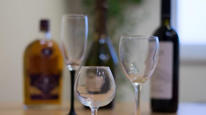 Любое количество алкоголя наносит вред мозгу, заявили ученые