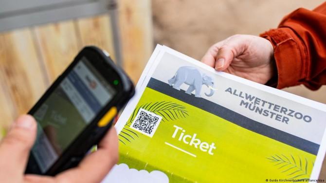 Немецкий пенсионер купил 33 333 билета в зоопарк, чтобы раздать их детям