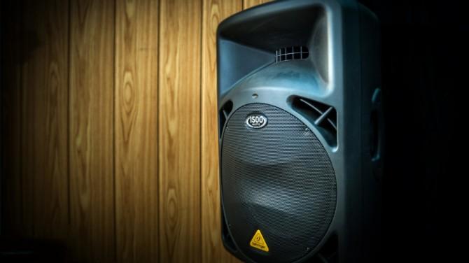Громкие звуки помогут бороться с чувством одиночества