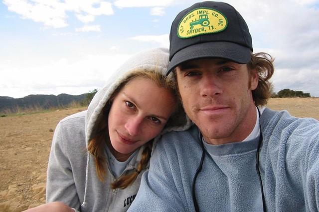 Джулия Робертс и ее муж поделились редкими личными снимками в честь годовщины свадьбы