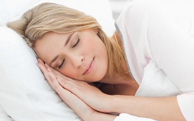 Диетолог назвал два средства для улучшения сна