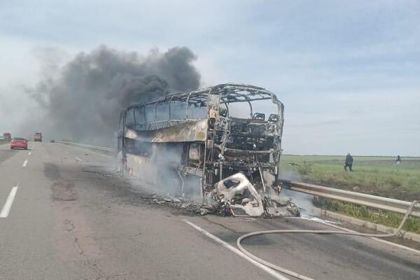 Под Одессой загорелся пассажирский автобус (ВИДЕО)