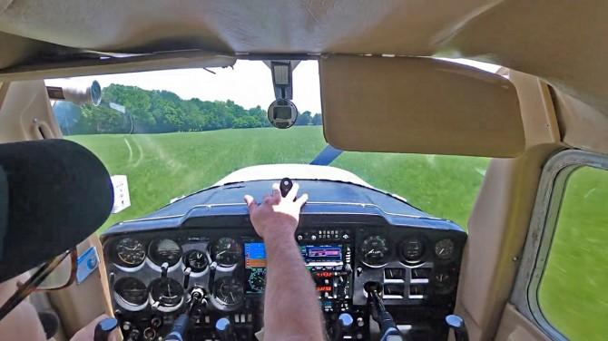 В США пилот-новичок посадил самолет, у которого отказал двигатель (ВИДЕО)