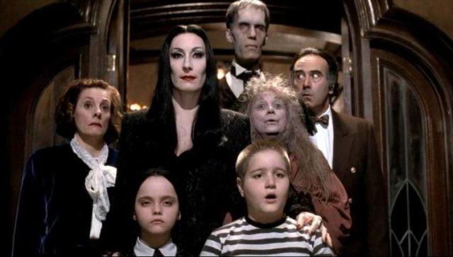 Netflix рассекретил актерский состав в новом проекте Тима Бертона про семейку Аддамс
