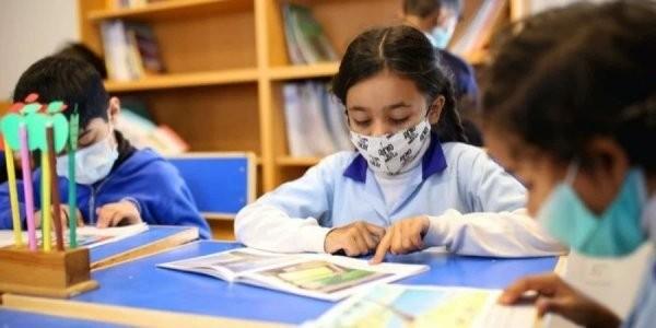 Детсады и младшие классы смогут работать с невакцинированными педагогами