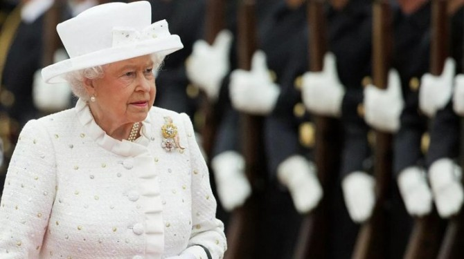 Елизавета II отказалась от риса, макарон и картофеля