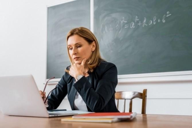 В Украине учителей научат распознавать манипуляции в сети и пользоваться гаджетами