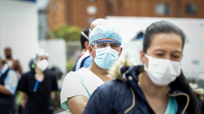 В Украине количество инфицированных COVID-19 за сутки превысило 5700 человек
