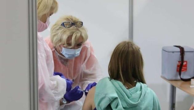 Украинцы, имеющие противопоказания к COVID-вакцинации, смогут получить справки уже через неделю